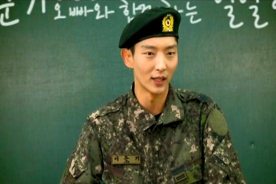 국가보훈처의 <호국보훈 교육> DVD에는 배우 이준기씨도 등장한다.
