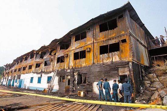 <div align=right><font color=blue>ⓒ연합뉴스</font></div>1999년 6월30일 씨랜드 청소년수련의 집 화재-23명 사망