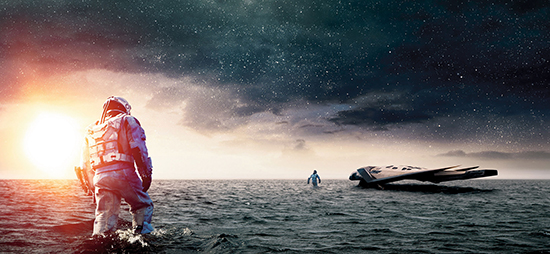 영화 <인터스텔라>(왼쪽)는 지구의 대안이 될 행성을 찾아 웜홀 속으로 들어간 이들이 벌이는 모험을 담고 있다.
