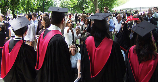 <div align=right><font color=blue>ⓒ미래교육연구소</font></div>하버드 대학 재학생 부모의 평균소득은 43만 달러(약 4억7000만원)에 이른다. 위는 하버드 대학의 졸업식 장면.