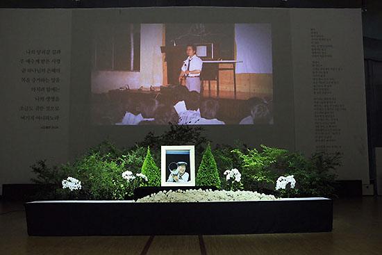 <div align=right><font color=blue>ⓒ기독교복음침례회 제공</font></div>안성 금수원에 차려진 유병언 전 회장의 장례식장. 구원파 내에서 유 전 회장의 죽음에 대해서는 이견이 없지만, 원인에 대해서는 의견이 엇갈린다.