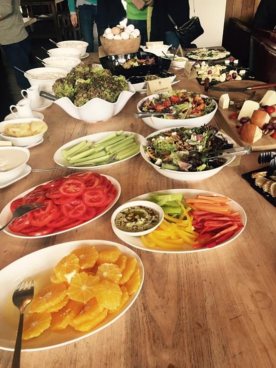 <div align=right><font color=blue>ⓒ고재열</font></div>조지아 음식은 인근 아랍국가와는 많이 다르다. 피자와 비슷한 빵을 주식으로 먹는다.