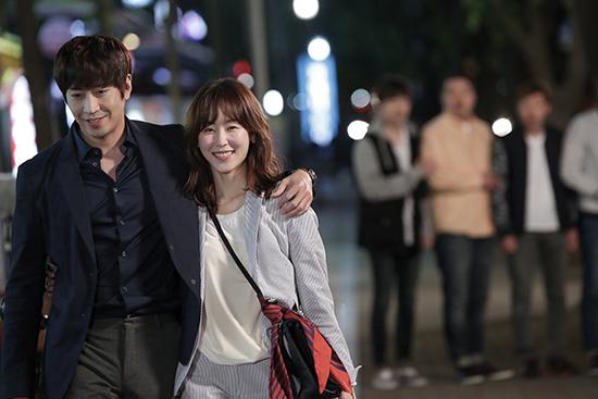 <div align=right><font color=blue>ⓒtvN 제공</font></div>tvN 드라마 <또! 오해영>(위)은 기존 로맨틱 코미디 드라마의 익숙한 설정을 반복하지 않는다.