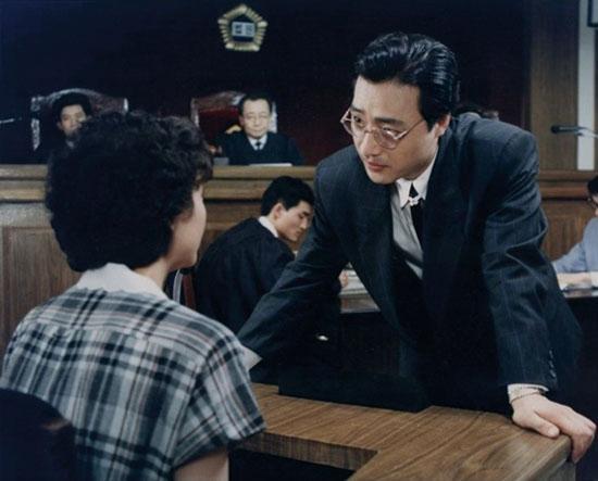성범죄 피해자가 오히려 &lsquo;과잉 방어&rsquo;로 재판받아야 했던 1988년의 사건은 1990년 <단지 그대가 여자라는 이유만으로>(위)라는 영화로 만들어졌다.