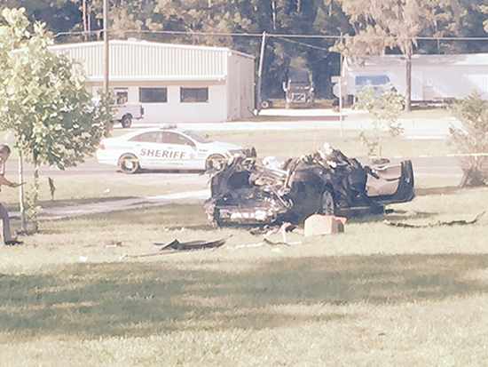 <div align=right><font color=blue>ⓒREUTER</font></div>5월7일 미국 플로리다 주의 한 고속도로에서 테슬라 전기차 모델 S를 '준자율주행(오토파일럿)' 모드로 놓고 가던 운전자가 대형 트레일러와 충돌해 사망했다.