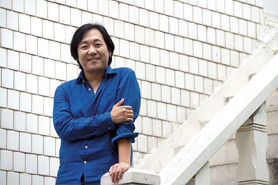 <div align = right><font color=blue>ⓒ시사IN 신선영</font></div>편찬 작업을 한 웹진 '아이돌로지'의 미묘 편집장.