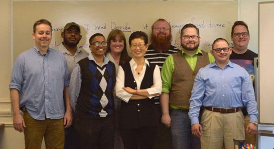 <div align = right><font color=blue>ⓒ강남순 교수 제공</font></div>강 교수(가운데)는 미국 텍사스크리스천 대학 브라이트 신학대학원에서 11년째 학생들을 가르치고 있다.