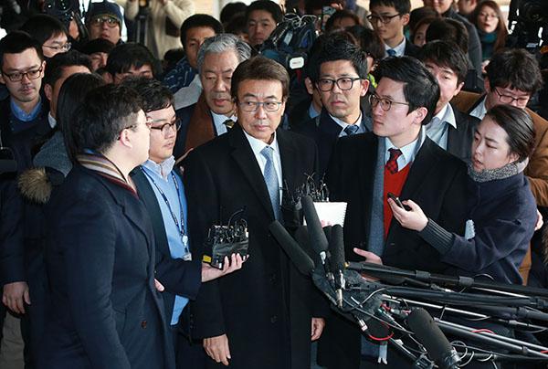 왼쪽부터 정윤회, 이재만 전 청와대 총무비서관, 안봉근 전 국정홍보비서관. (사진=노컷뉴스)