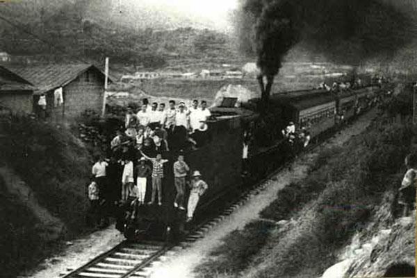 늦은 밤 청량리역엔 석탄 도둑이 들끓었다