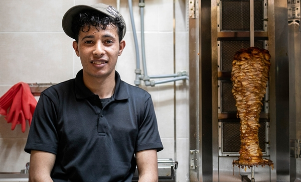 압둘라의 케밥에는 김치 향기가 난다