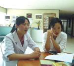 남한 병원에 웬 북한 간호원?