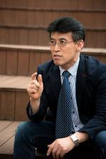 한국 최초 양적완화 주창자, 정부여당 비판