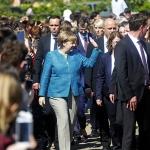 메르켈 앞에 펼쳐진 대세론 '꽃길'
