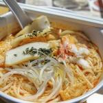 싱가포르가 담긴 국수 한 그릇