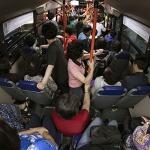 노회찬 떠난 지 1년 '새벽 버스'는 여전하다