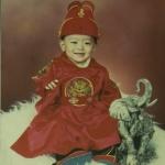 곤룡포를 입은 아이의 사진